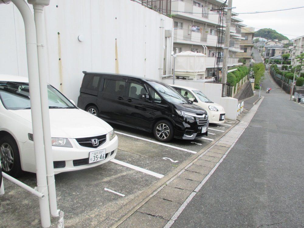 駐車場6台駐車できます