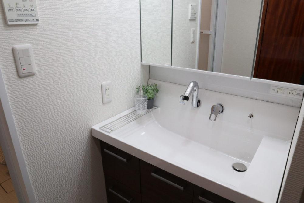 洗面化粧台(幅広タイプの洗面化粧台に交換しました)