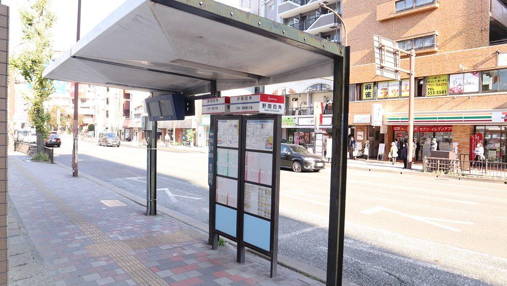 マンション前バス停