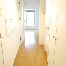 廊下(玄関から見た写真)